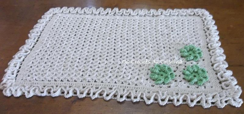 Tapete casa de abelha com flores verdes | Os Crochês da Cristina ...